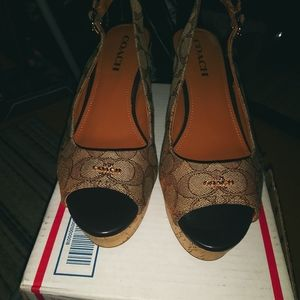 Coach open toes wedges loght brown &gold